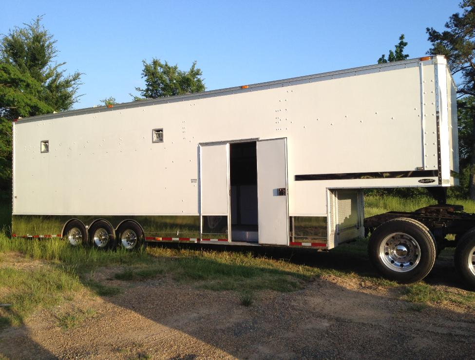 sale peterbuilt  semi truck   renegade trailer